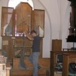 Nedtagning af det gamle orgel